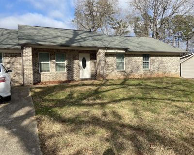 Luxury home in Decatur 4 bed 3 bath with hot tub - Leslie Estates