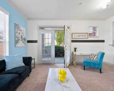 2bd - Farmhouse in the City - Family/pet friendly