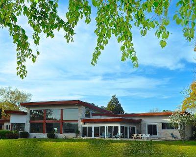 Mid-Century Modern Lakefront Estate, Close To Beach & Bay! - Camellia Shores