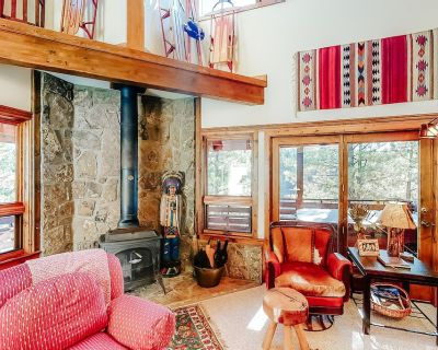 Secluded forest cabin w/ private hot tub, shuffleboard table, & mountain views! - Pagosa Springs