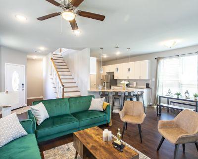 Arlington Entertainment District Getaway Home - Central Arlington