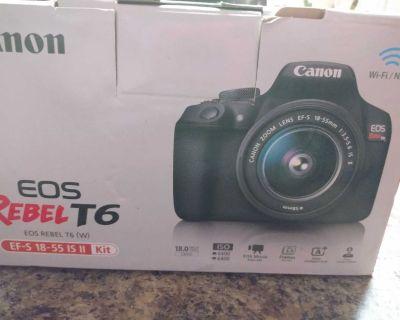 Cannon digital camera rebel T6 with tripod