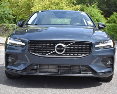 Pre-Owned 2021 Volvo S60 Momentum