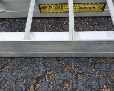 1,500lb capacity Loading ramps