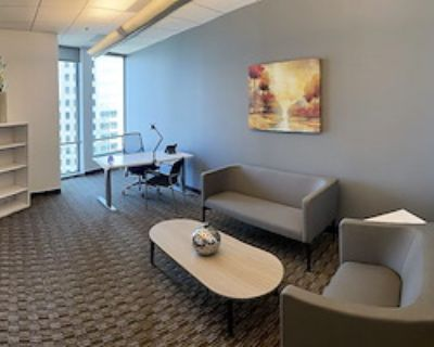 Private Office for 8 at US Bank Tower
