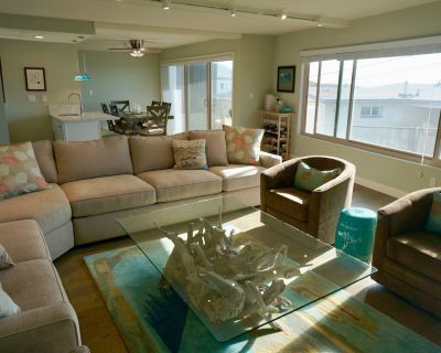 Stunning 3 Bedroom Condo Half Block from Beach - South Redondo