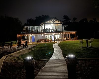 HOT TUB! Firepit, beach, boat ramp, kayaks, sunsets, flat lot, we have it all! - Dadeville