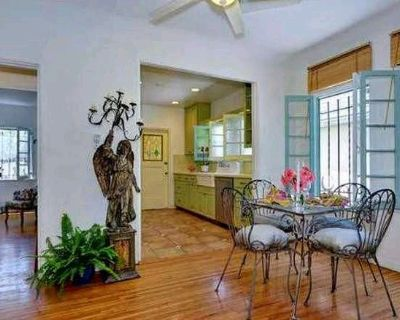 Private Bed & Bath in Charming Spanish Bungalow