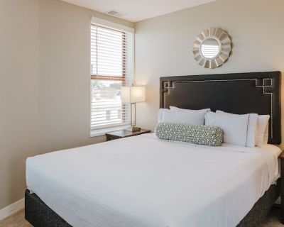 2BR Apt on Mass Ave Walking Distance to Event Venues! - Chatham-Arch