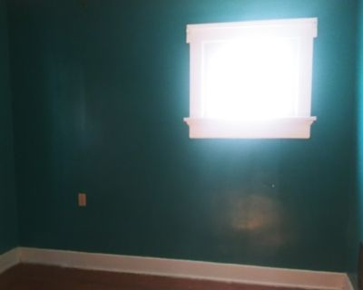 Private room with shared bathroom - Dayton , OH 45410