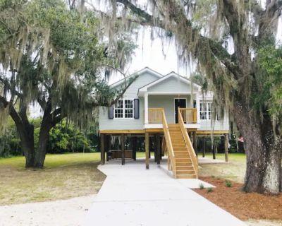 The Oak House in Historic Jean Lafitte - Jean Lafitte