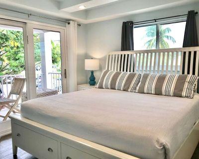 MoJoe's Villa 2 - Steps from the Beach! - Fort Myers Beach