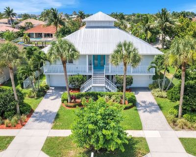 JUST REMODELED!! 4/3 house with heated pool, deck, canal, outdoor kitchen & more - Marco Island