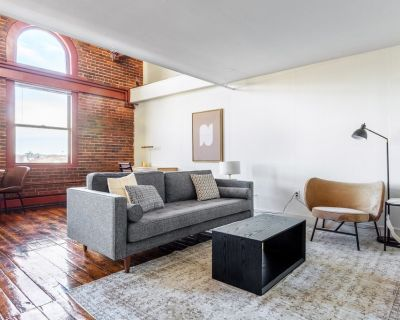 Two-level South End Loft w/ Pool, Art Gallery, Steps to T by Blueground - Columbus