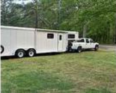 Two Horse Slant Load Trailer w/ Living Quarter