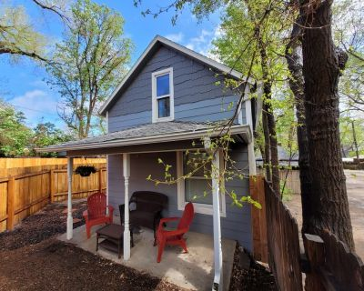 VERN Cottage I Downtown I Remodel w/ Mnt Views - Downtown Colorado Springs
