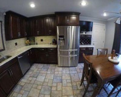 946 Pine Street Perrysburg, Ohio 43551 #Ohio 43551, Perrysburg, OH 43551 5 Bedroom Apartment