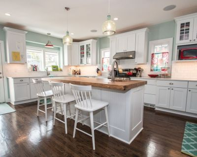 Milwaukee North Shore; 4 bed, 2.5 bath, Spacious, Open Concept Home - Whitefish Bay