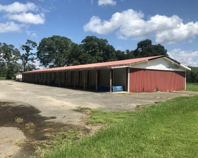 Warehouse on 2.53 acres with 750 feet of frontage