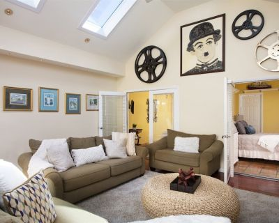 Peak OF Duval: Sophisticated Bright & Breezy Duval Street Apartment - Downtown Key West
