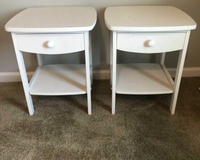 Set of 2 white wooden end tables