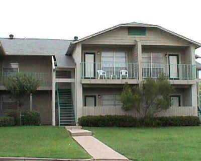 Studio Apartment Sublet Near UTA