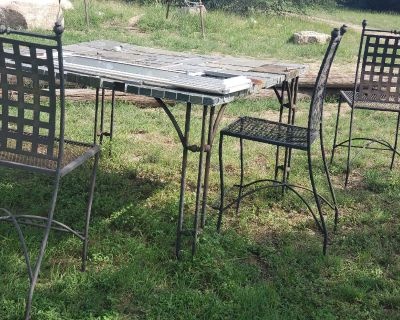 Outdoor 4 -chair table. (Project)