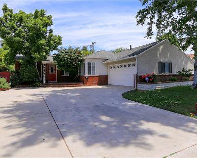 Single Family Home  in Tarzana, CA By Eddie Bernard