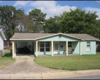 9216 W 6th St, Little Rock, AR 72205 3 Bedroom Apartment