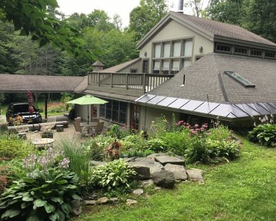 Luxury Home In Scenic Wooded Area With small lake, Sleeps 16 - Otis