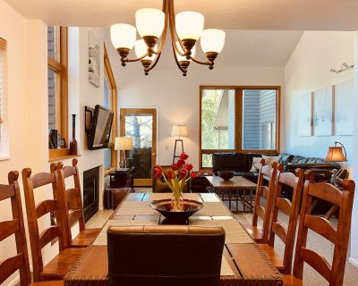 Extra clean and disinfected! 4bdrm/4bath with ski lift views, free ski shuttle! - Park City