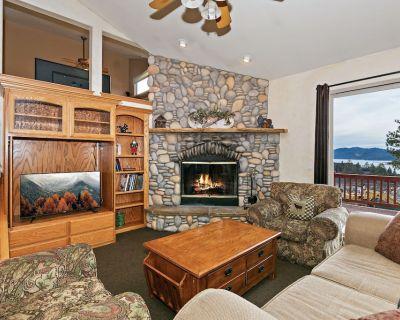Starlight Lodge: Gorgeous Views! Gourmet Kitchen! Foosball! Multiple Decks! Master Suite! - Castle Glen Estates