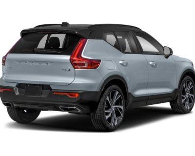 Pre-Owned 2021 Volvo XC40 R-Design AWD SUV