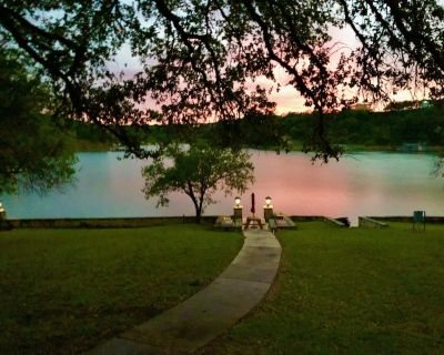 BIRDHOUSE COTTAGE: Lake Travis views & steps to the water for swimming & fishing - Pedernales Bend