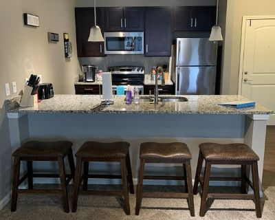 Fully Stocked Apartment, Close to Everything! - Overland Park