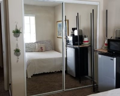 Private room with shared bathroom - Winchester , CA 92596