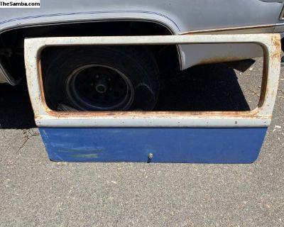 64/67 split bus rear hatch