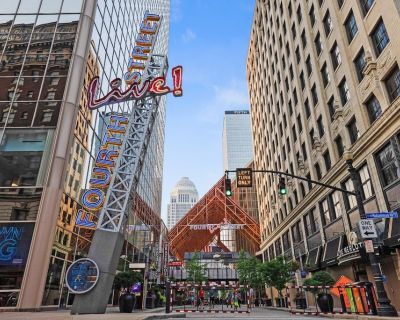 Luxury Studio in the Center of Fourth Street Live #706 - Downtown Louisville
