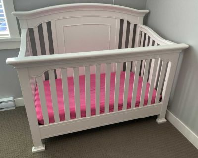 Beautiful white crib with removable front and toddler rail