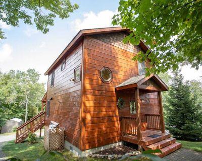2BR Log Cabin on Beech Mountain, Near Ski Resort, Stone Fireplace - Beech Mountain