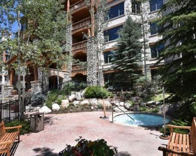 Ski-in ski-out luxury platinum-rated 4 bedroom condo, pool, hot tub, BBQ grill - Beaver Creek