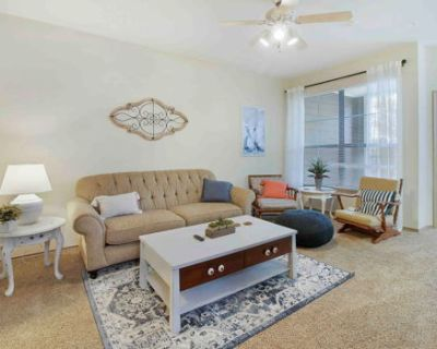 Cozy home away from home. 2bd 2ba. Pool and Gym