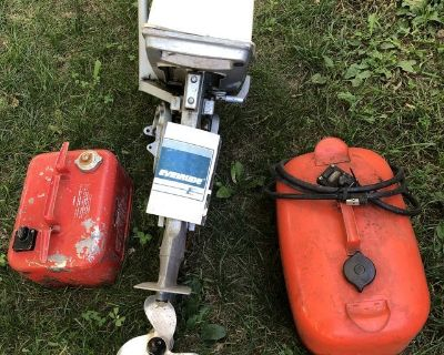 EVINRUDE 8 HP BOAT MOTOR WITH 2 TANKS AND SERVICE MANUAL 1 OWNER CLEAN CONDITION NOT BEAT UP