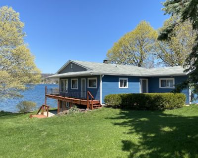 """Family-Friendly """"Lair at the Lake"""" Cottage - Town of Milo"""
