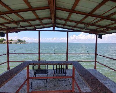 South Shore Camper, steps from the water, 317 ft fishing concrete fishing pier - Buchanan Dam