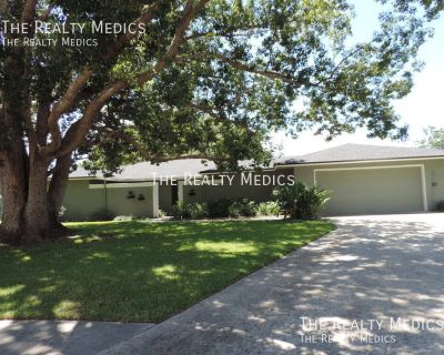 Amazing 1/2 acre home In Winter Park!  Hardwood floors, stainless appliances, granite kitchen