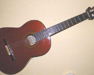 $1,000 1975 Pimentel Special Grand Concert Walnut Classical Guitar