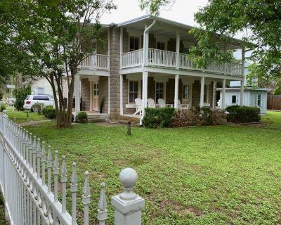 Historic Home - Amazing Porches - Great Location - Fredericksburg