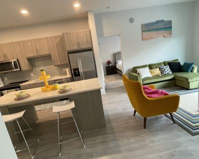 Gorgeous Brand new 2 Bedroom Unit With a Pool View - Frisco