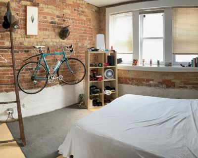Private room with shared bathroom - Chicago , IL 60651